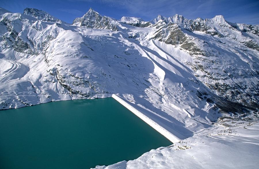 Mattmark Stausee, Strahlhorn, Saasertal, Wallis, Schweiz Mattmark water supply dam, Strahlhorn, Saasertal, Wallis, Switzerland